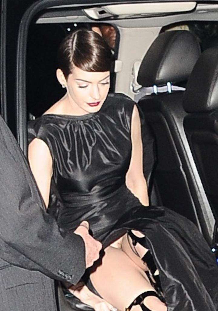 "Anne Hathaway suffered a major wardrobe malfunction as she arrived at the ""Les Miserables"" New York film premiere at the Ziegfeld Theatre in NYC."