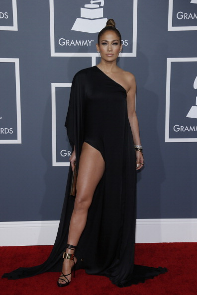 Serving us all the leg at the 2013 Grammys.
