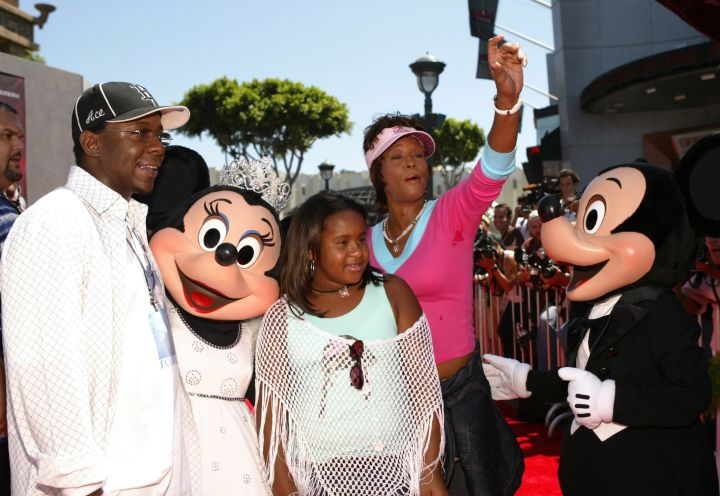"The Browns posed with Mickey and Minnie at ""The Princess Diaries 2: Royal Engagement"" premiere."
