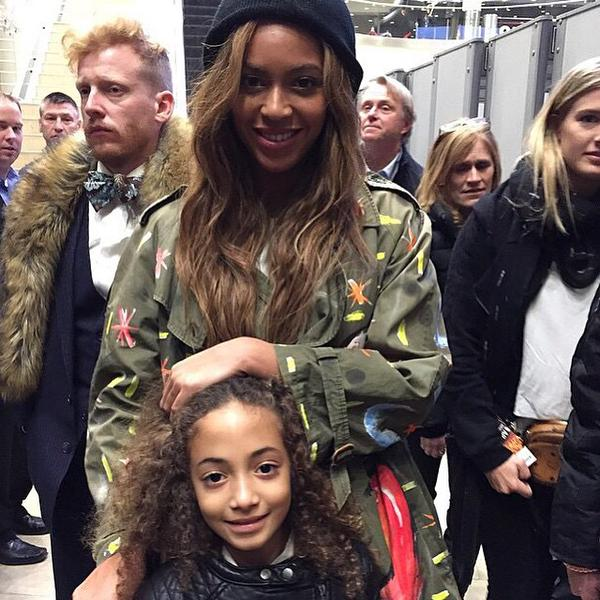 Beyonce poses with Scottie Pippen's daughter.