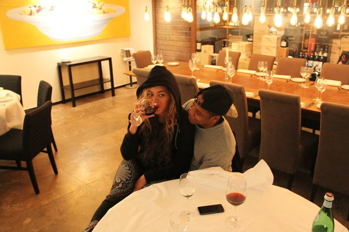 Bey enjoyed another sip while chilling with her hubby Jay.