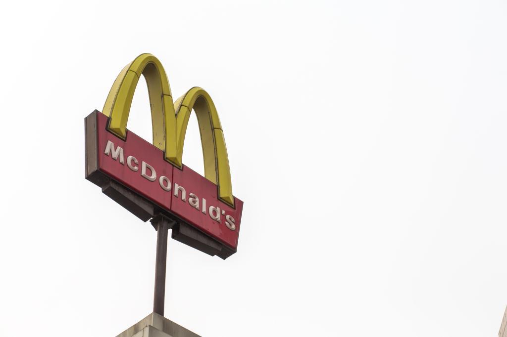 McDonalds Logo in China