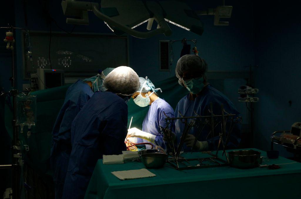 Brazzaville Hospital, NGO la Chaine de l'Espoir, Operating theater, Cardiac surgery