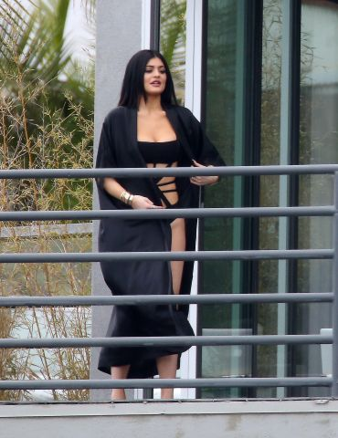 Kylie Jenner has photoshoot in hollywood hills.
