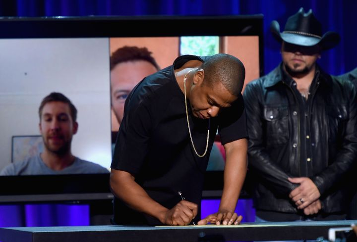 Jay Z signs the declaration.