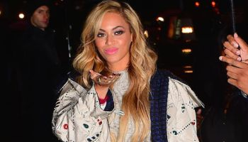 Beyonce Blowing Kisses thumbnail crop