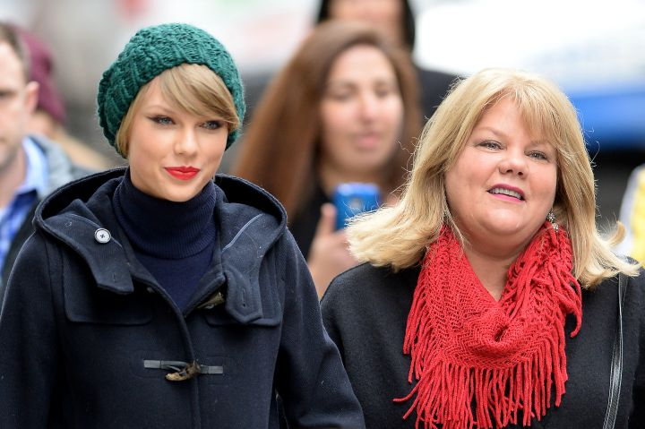 Taylor Swift and her mother Andrea Finlay