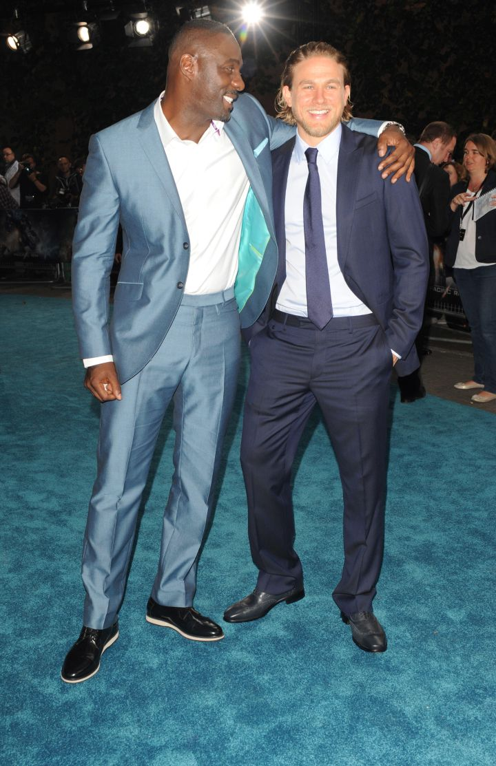 Idris Elba with Charlie Hunnam.