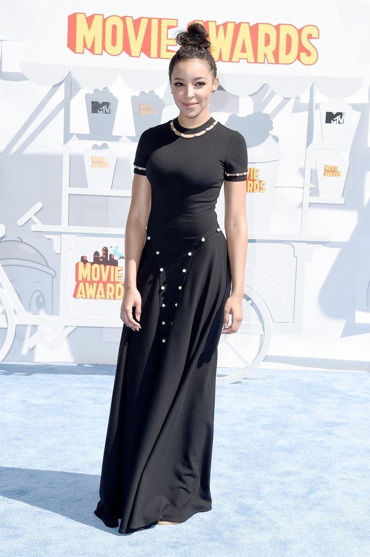 Tinashe walked the red carpet in a black gown and simple hair and makeup.