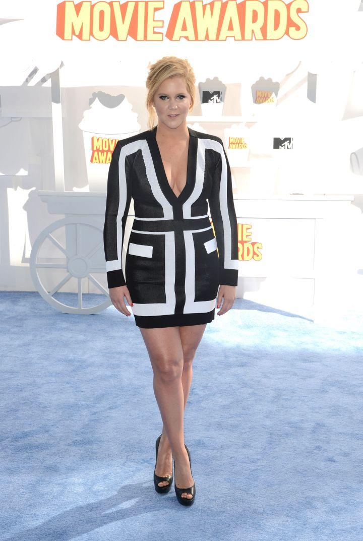 Amy Schumer wore a flattering mini dress.