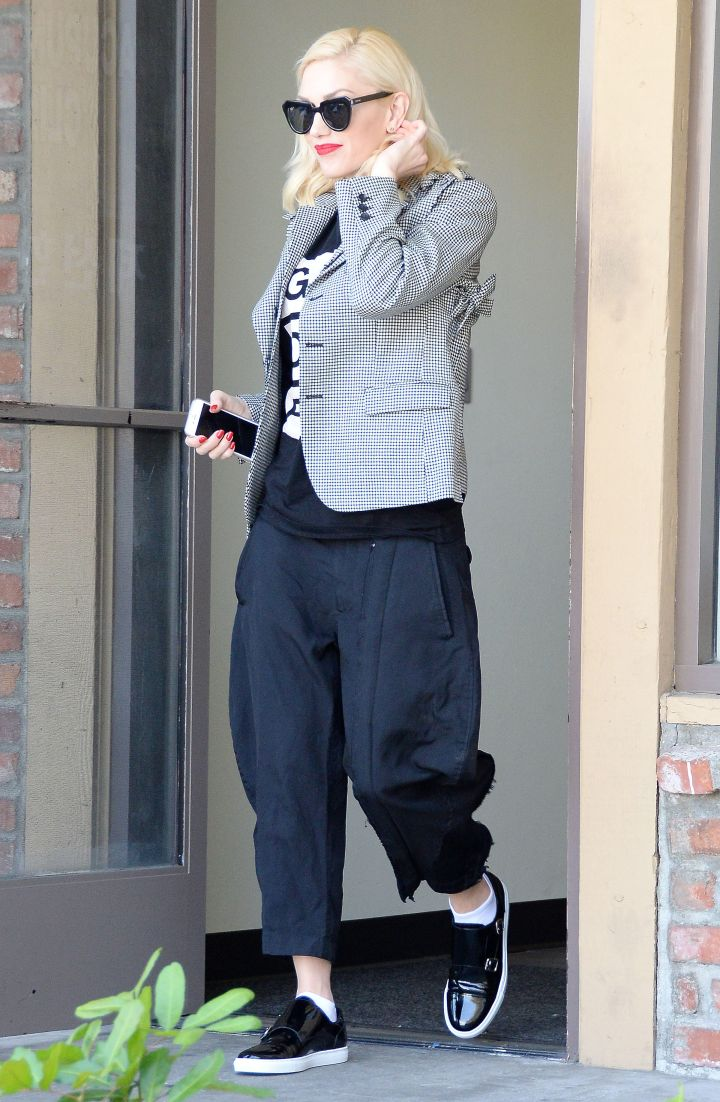 A casual and cute Gwen Stefani was spotted at an acupuncture center in Los Angeles.