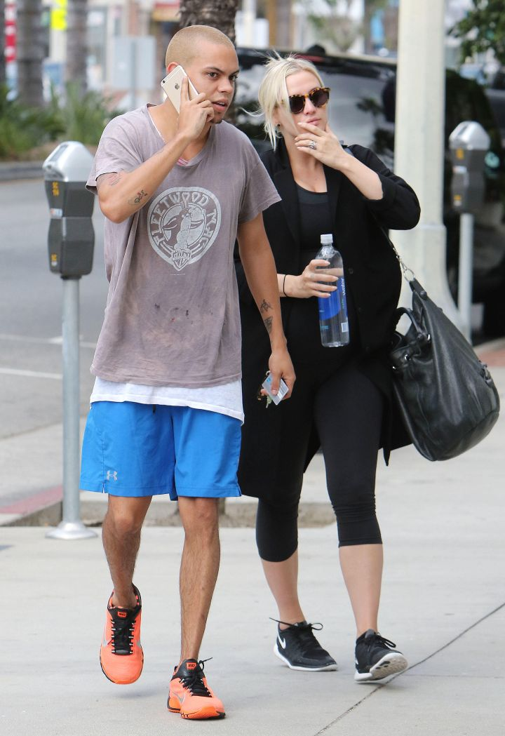 Ashlee Simpson and her bae Evan Ross keep it cuddly while going to the gym in Studio City.