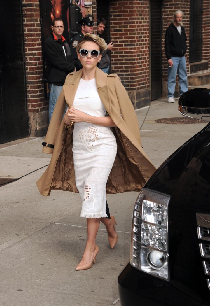 """Get 'em girl! Scarlett Johansson was seen looking picture perfect while visiting the """"Late Show with David Letterman."""""""