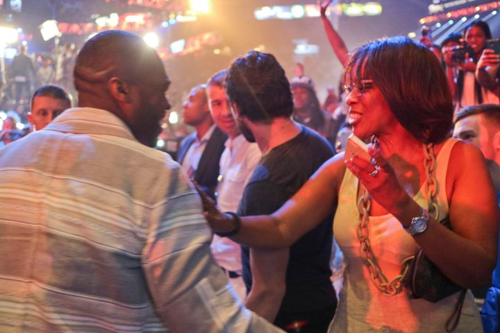 Gayle King & 50 Cent embrace during Mayweather/Pacquiao weigh-in