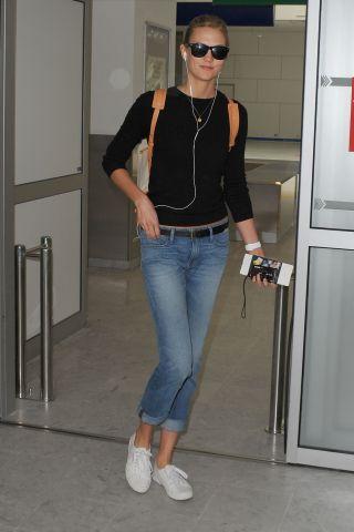 Karlie Kloss arriving at Nice aereoport