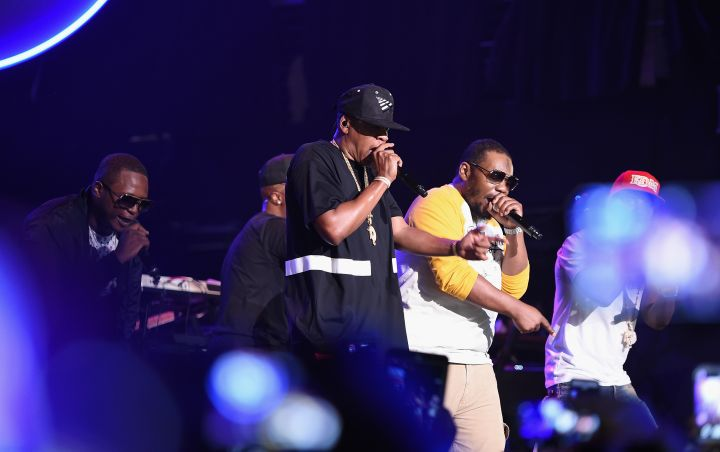 Beanie Sigel, Jay Z, Young Chris, and Neef Buck on stage