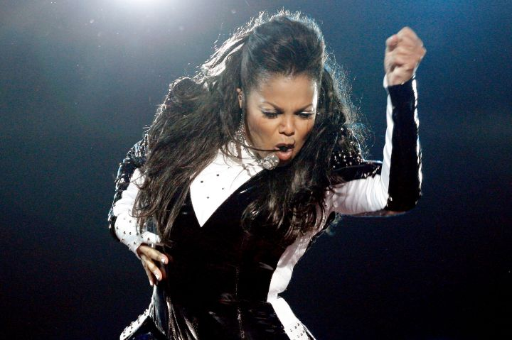 When she performed a moving tribute to brother Michael during the 2009 MTV VMAs.