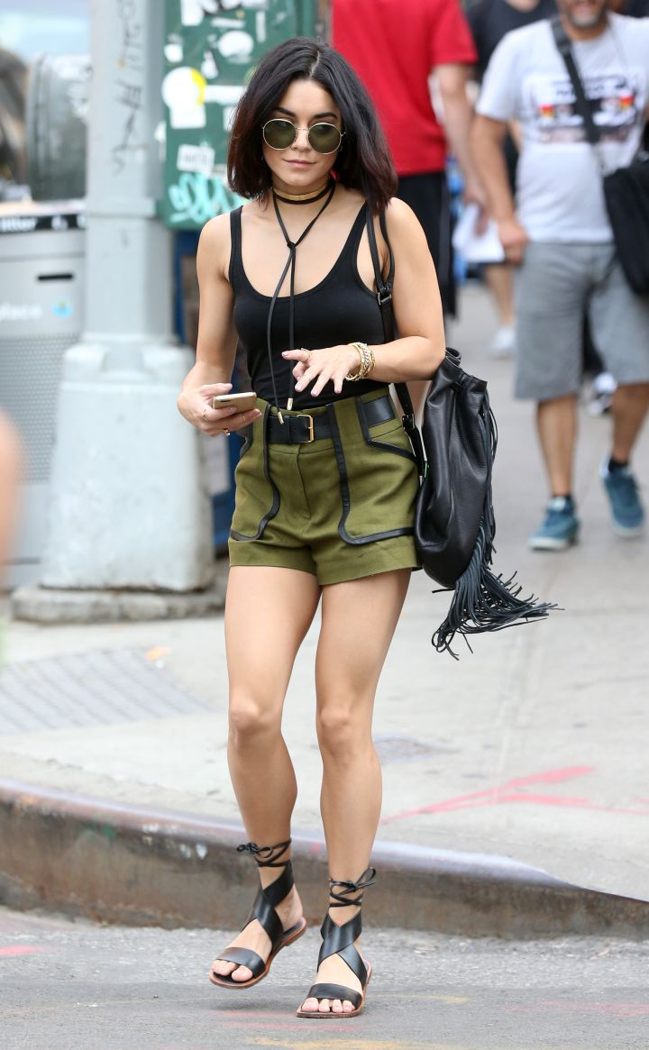 Vanessa Hudgens was on chill mode when the paps caught her on the way to get lunch in the Greenwich Village neighborhood.