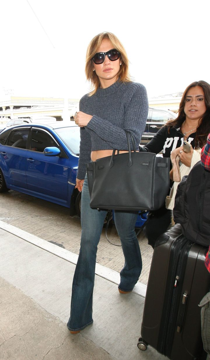 Jennifer Lopez showcases her new short hair and gets Confetti-Bombed by Scary Clown. The singer & American Idol judge was seen at LAX showing off her toned midriff & legs in tight jeans before being the victim of the confetti attack.