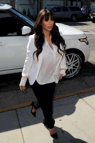 pregnant Kim Kardashian in Beverly Hills