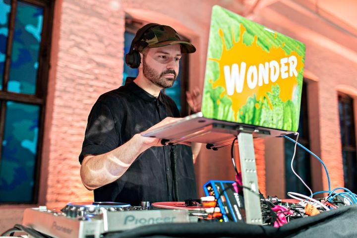 DJ Wonder On The 1s & 2s
