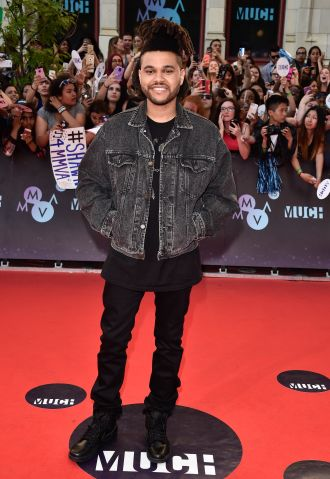 much music awards red carpet arrivals