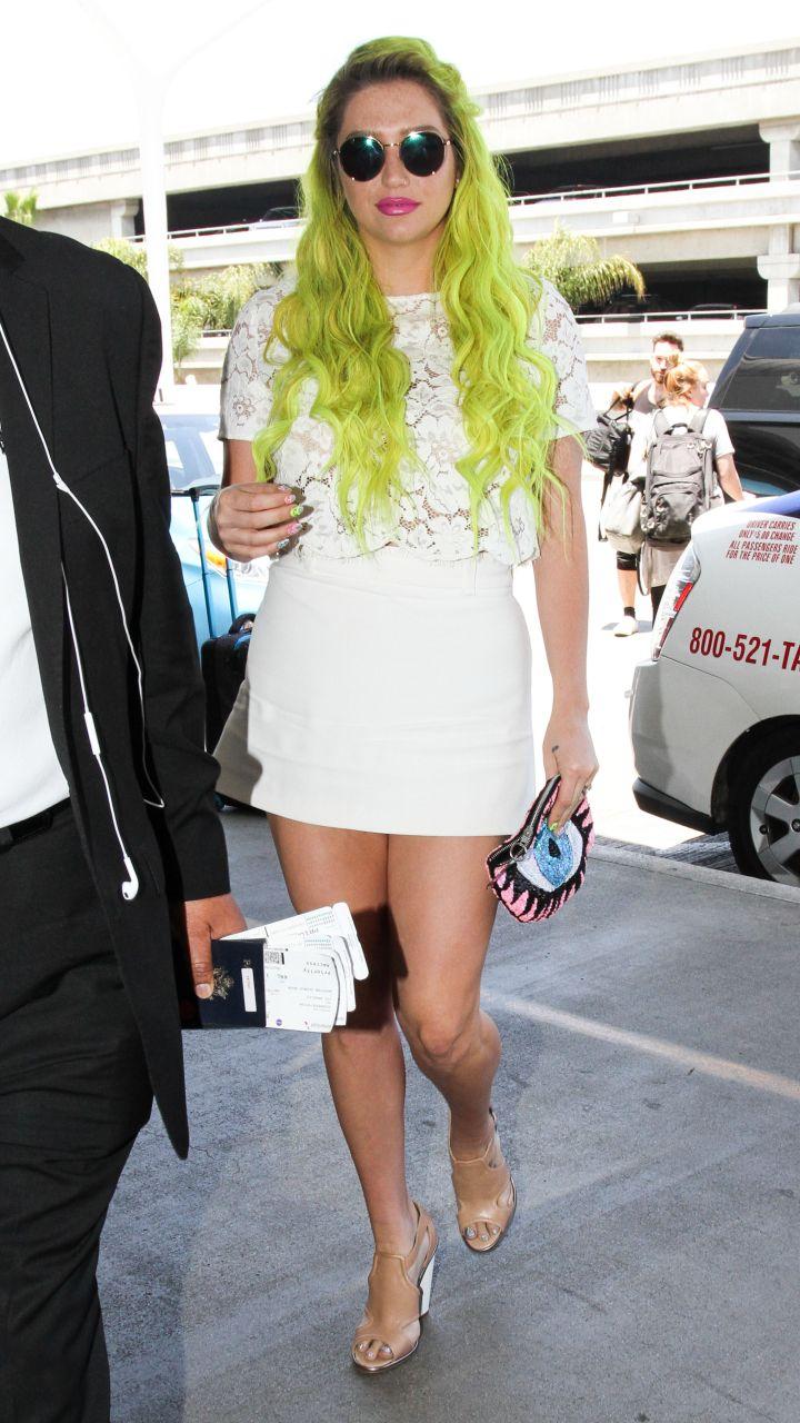 Kesha and her green hair made a grand entrance at LAX.