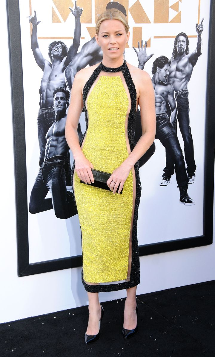 Elizabeth Banks shimmered in this black and yellow dress.