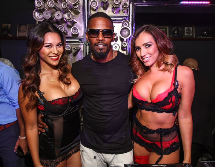 Jamie Foxx is living the good life with two stunning servers during his performance at Hyde Bellagio in Las Vegas on July 11.