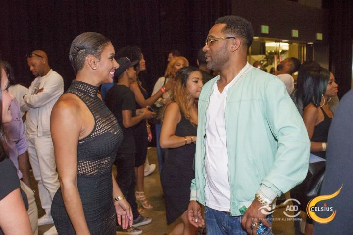 Laura Govan and Mike Epps catch up with each other.