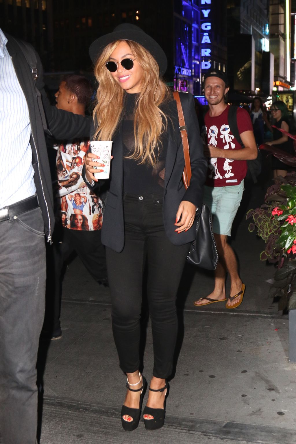 Beyonce walks to office in NYC
