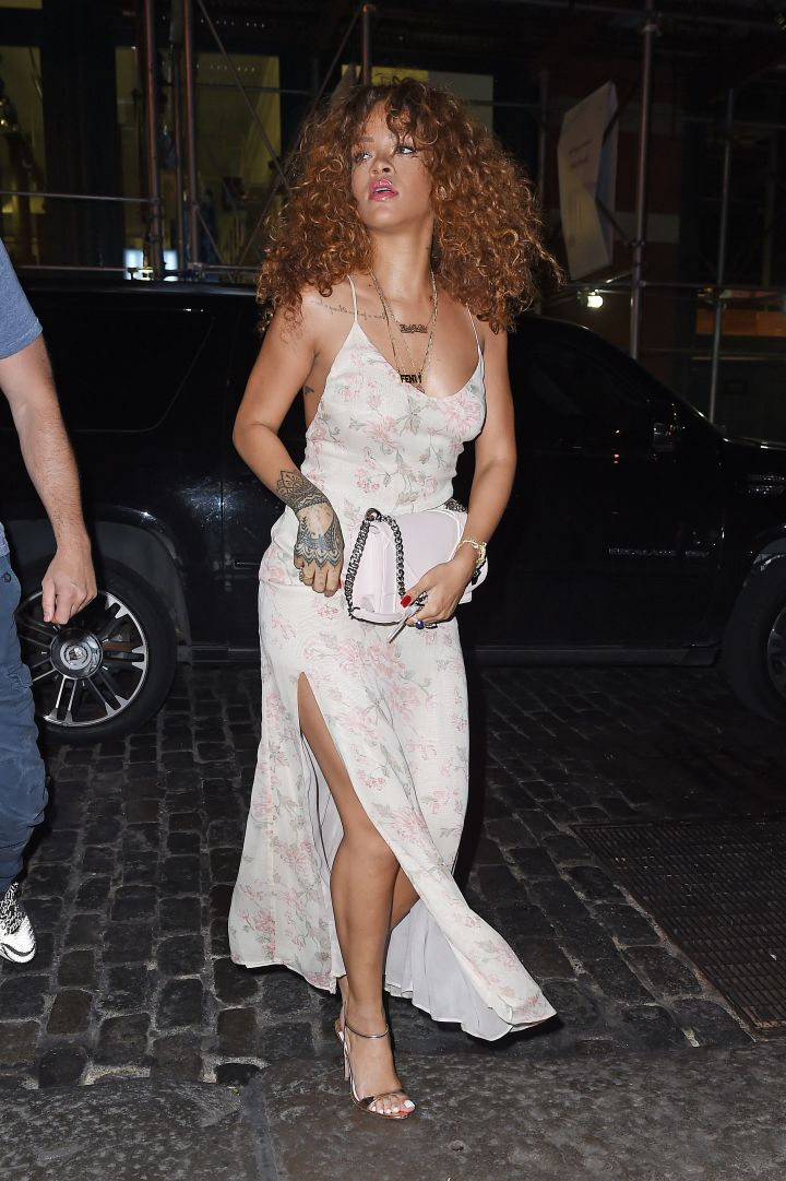 Rihanna showed off her toned body and long legs while getting dinner in NYC