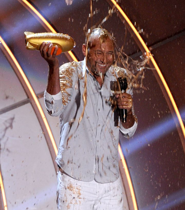 Derek Jeter held his award as he got slimed onstage at the Nickelodeon Kids' Choice Sports Awards