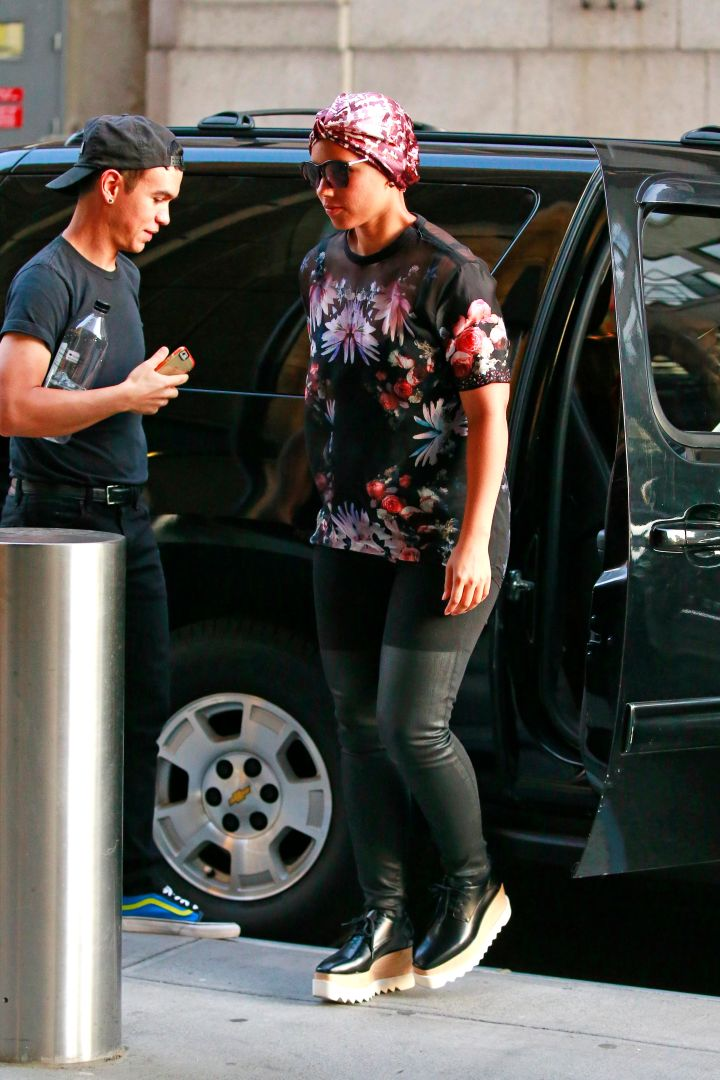 Alicia Keys was on chill mode on her way into MSG for the U2 concert in New York.