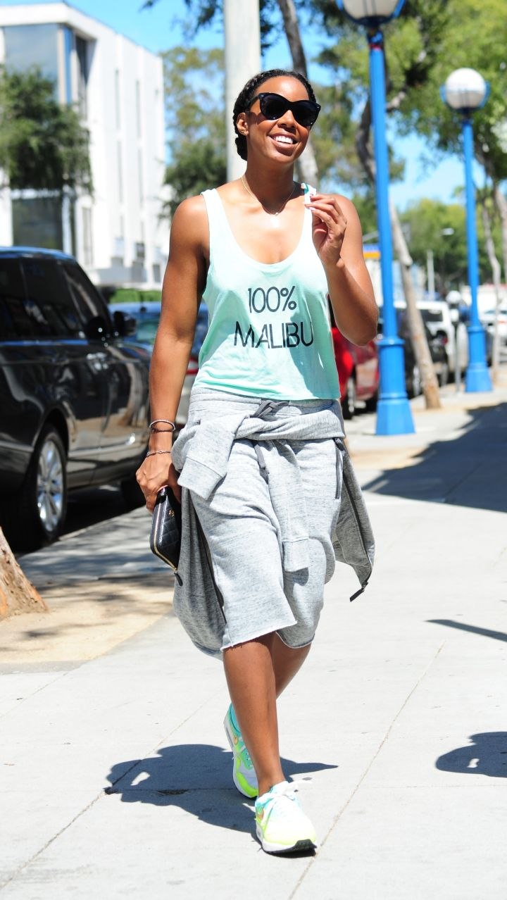 Kelly Rowland shows us what perfection looks like while shopping in Santa Monica, CA.