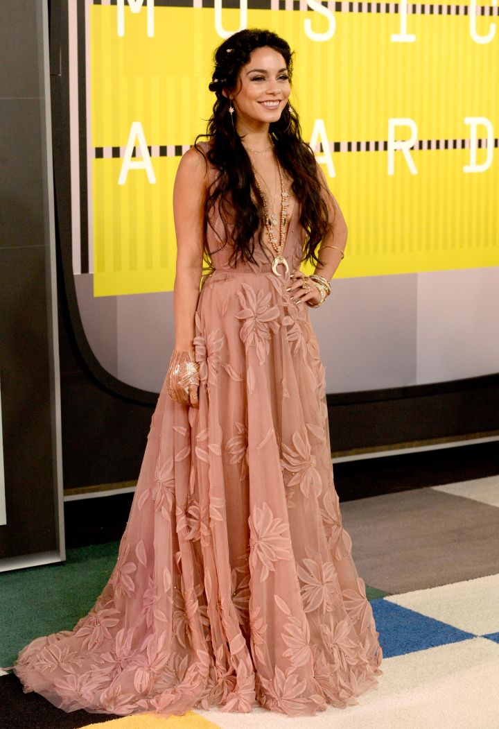 Vanessa Hudgens was simply beautiful in an elegant gown.