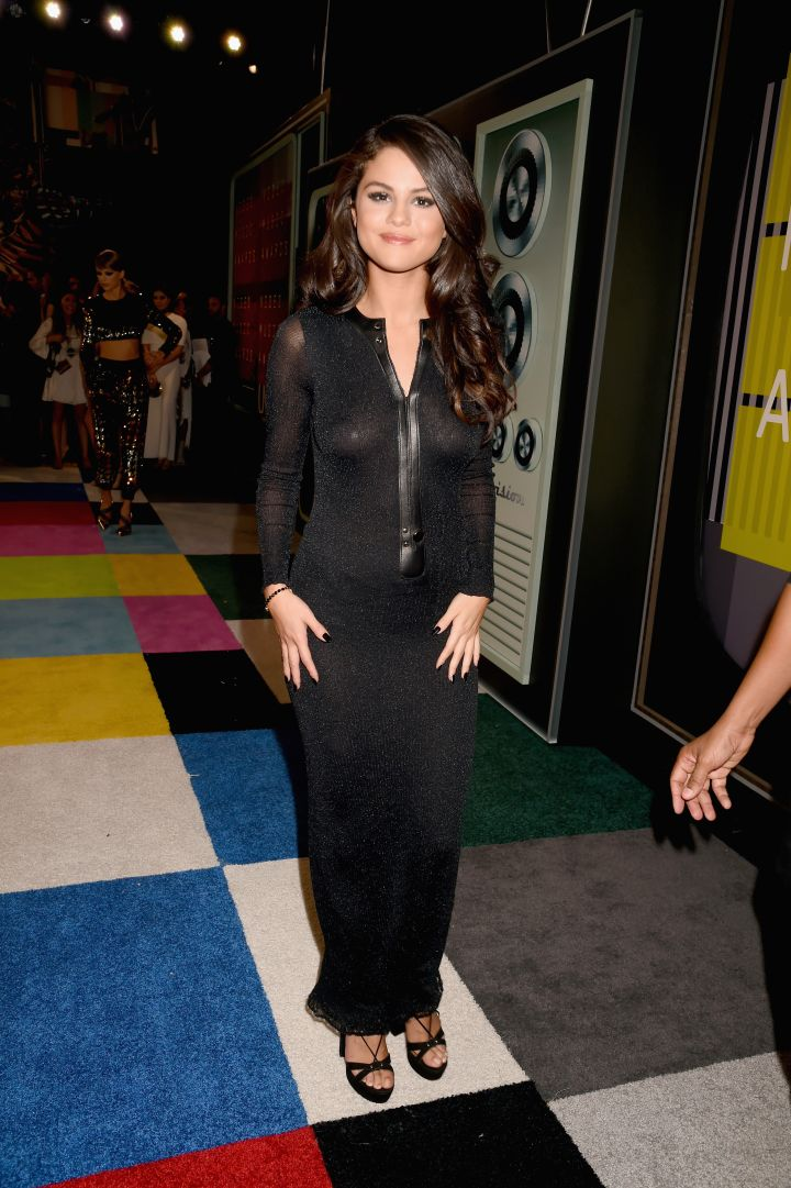 Selena Gomez proves that you can never go wrong with all black everything.