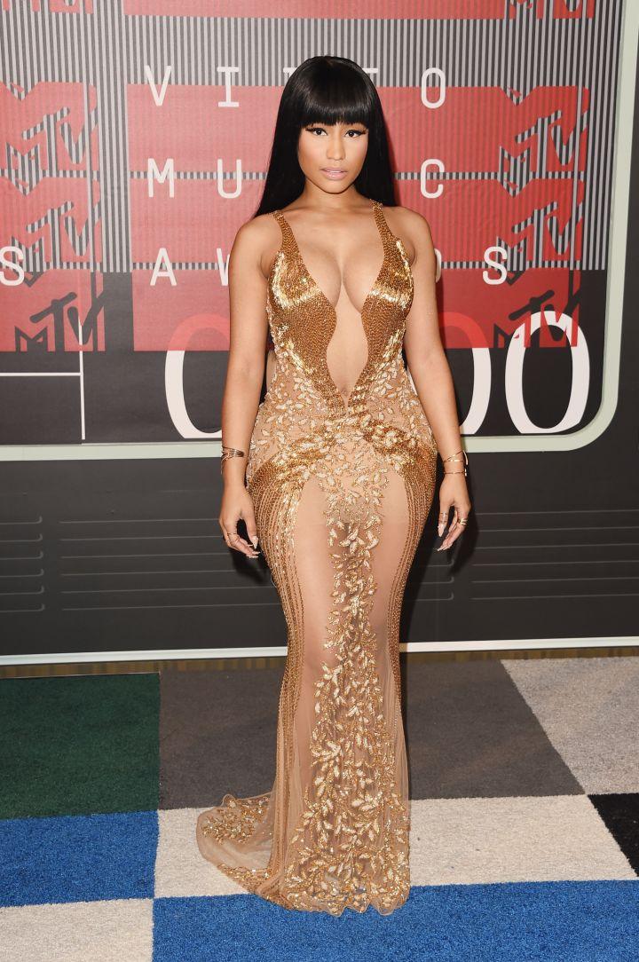 Yas! Nicki Minaj stunned in gold.