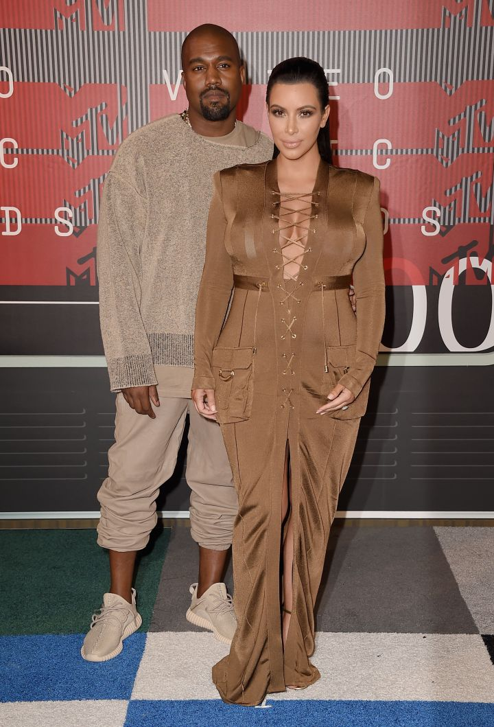 Kim Kardashian arrived with her hubby, Kanye West, who will receive the 2015 Video Vanguard Award.