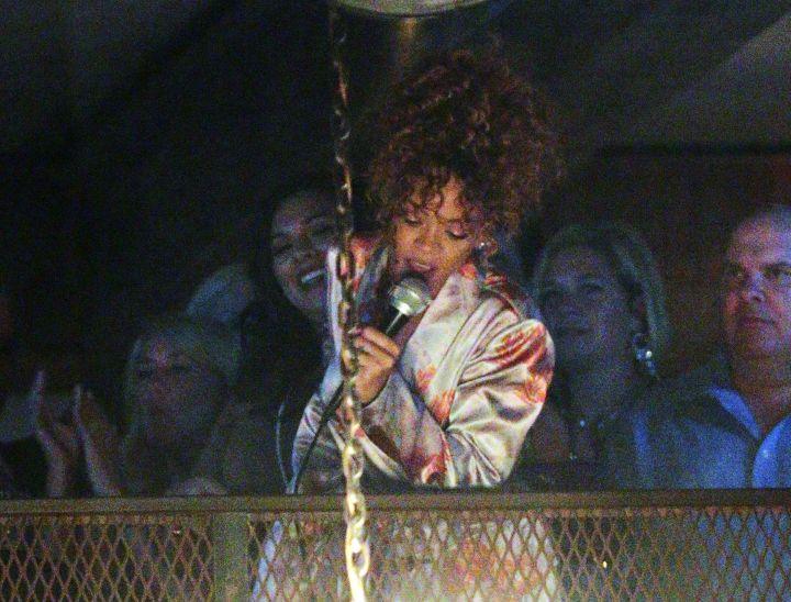 This is what Rihanna looks like while doing karaoke.