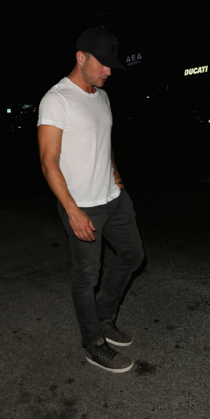 Actor Ryan Phillippe tried to keep a low profile while exiting The Nice Guy restaurant in L.A., but wasn't quite incognito.