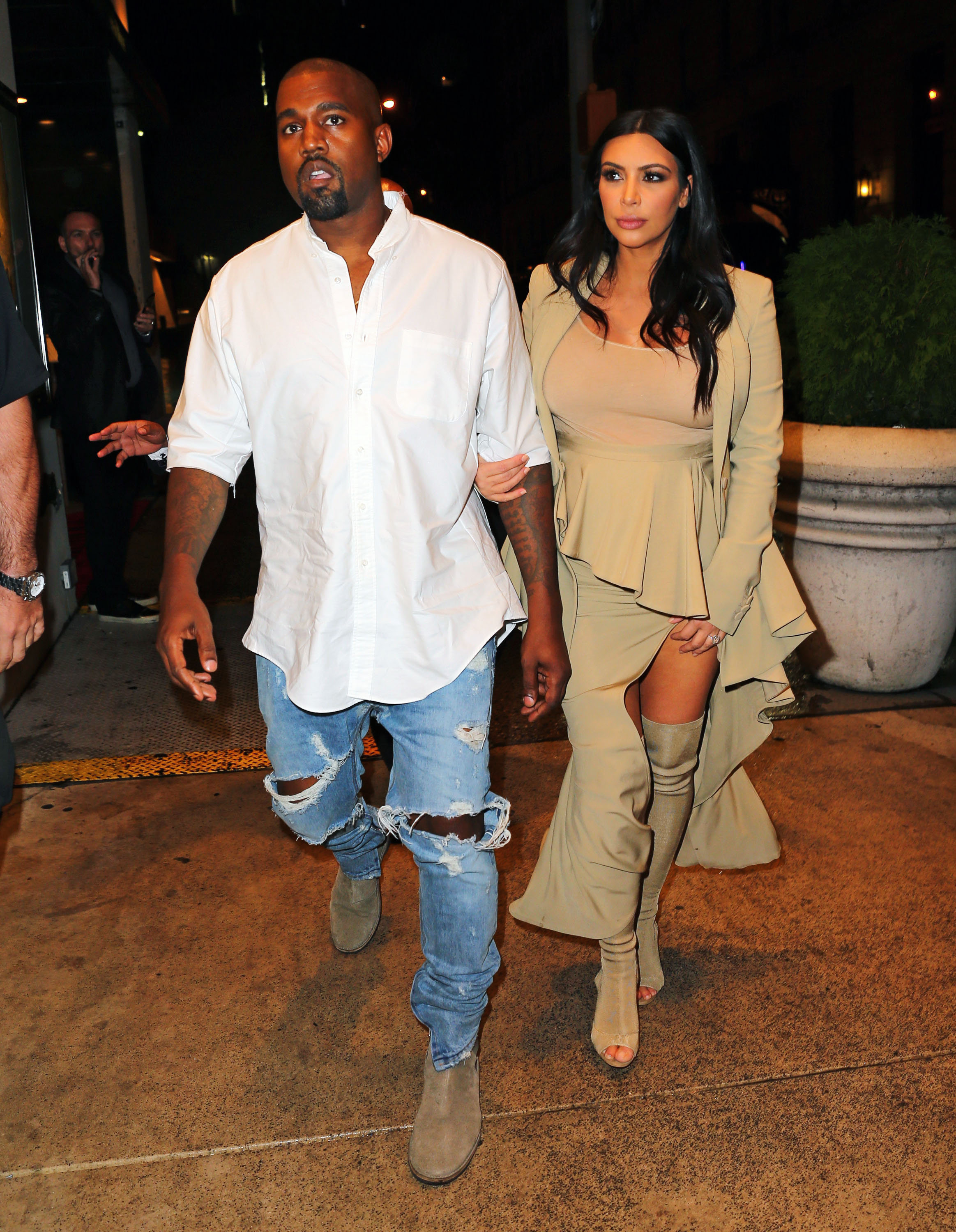 Kanye West and Kim Kardashian go to dinner in the rain in Midtown