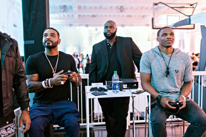 Russell Westbrook and Jim Jones play a friendly game of NBA Live 16.