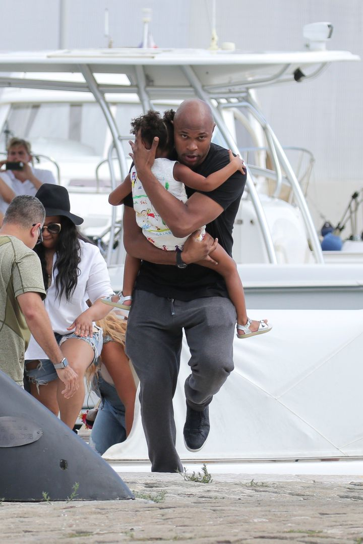 Blue Ivy & Julius try to keep up.