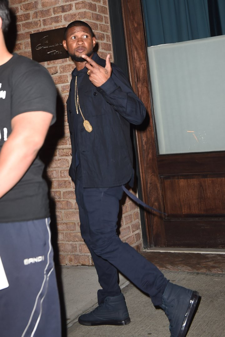 Usher leaves his NYC hotel with his wife shortly behind.
