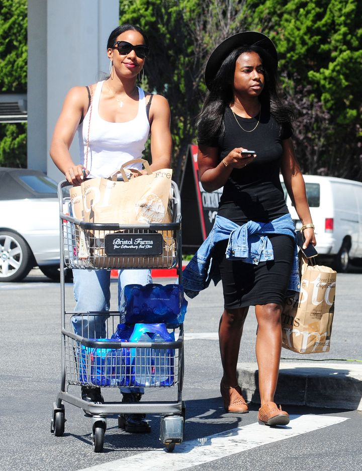 Kelly Rowland was snapped grocery shopping at Bristol Farms in Beverly Hills.