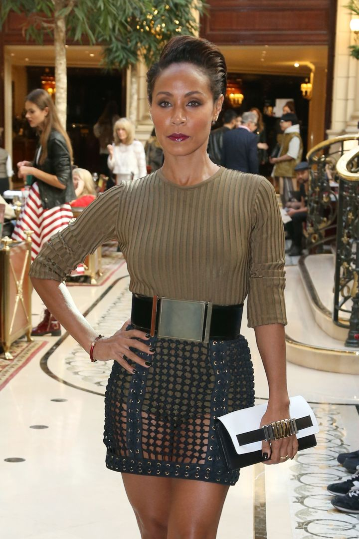 Is someone going to tell Jada Pinkett Smith we can see through her skirt? Muy Caliente.