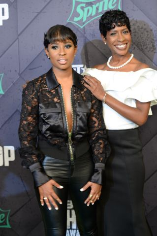 Dej Loaf and her mom at the 2015 BET Hip-Hop Awards