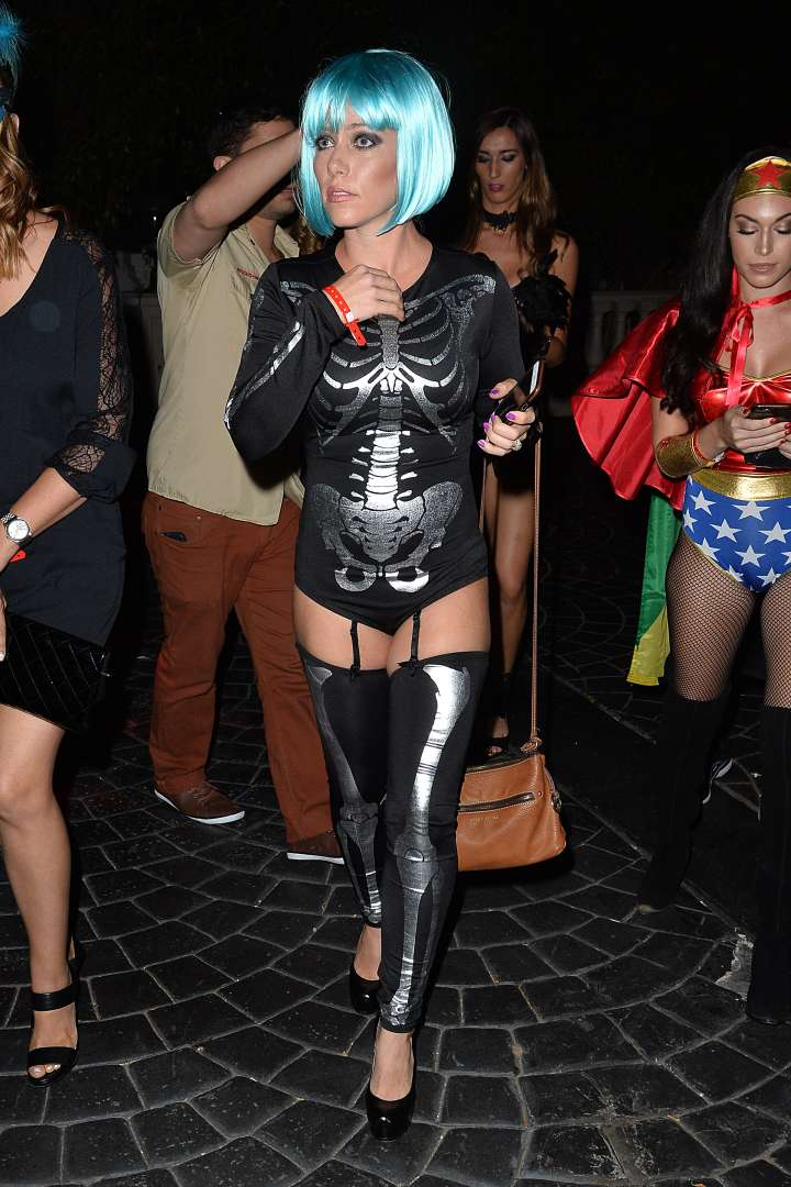 Kendra Wilkinson stepped out in a blue wig.