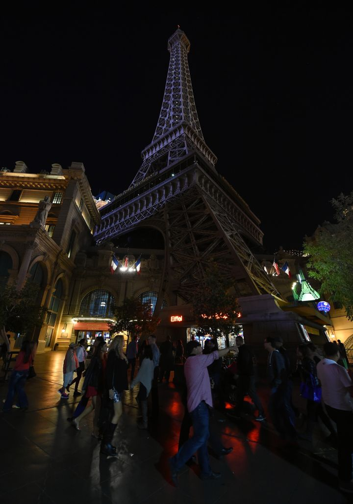 Las Vegas turns the lights on its Eiffel Tower replica off, showing solidarity with Paris following multiple terror attacks.